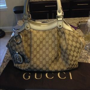 A🎉sold🎉uthentic Gucci medium Sukey