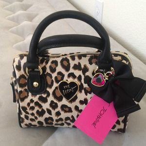 CLEARANCENWT Betsey Johnson handbag/crossbody