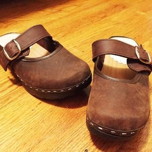 Shoes - Brown clogs