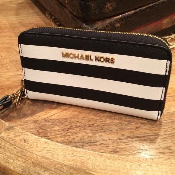 c8d577510997 Black and White Striped Wristlet   Phone Case. M 54714457a632b6514a0b4cd7