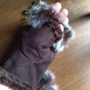 SUEDE AND FUR FINGERLESS GLOVES. BROWN