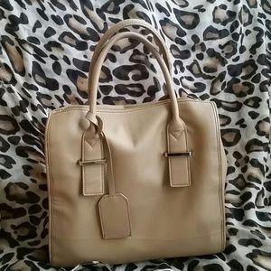  Cute beige handbag!