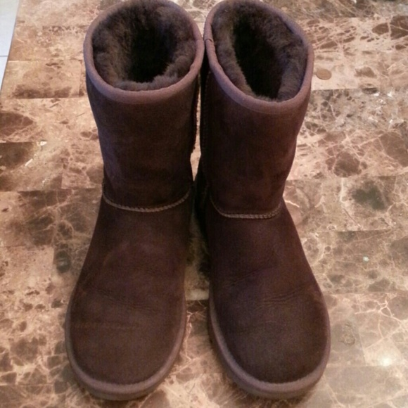 UGG Classic Short Color Chocolate
