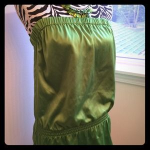 ⭐️ NWT Limited Green Satin Top
