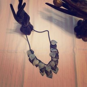 Make a statement with this leaf necklace