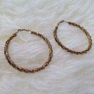 Final Price DropGold tone hoop earrings