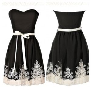 Black & Ivory Embroidered Sweetheart Dress