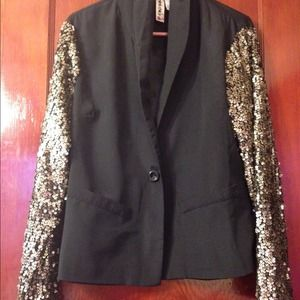 Jackets & Blazers - SEQUENCE ARMS  BLAZER WOMENS  NEVER WORN