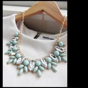 NEW MINT GREEN JEWEL CRYSTAL STATEMENT NECKLACE