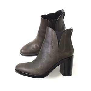 ✨HP!✨ Alexander Wang Irina distressed ankle boots