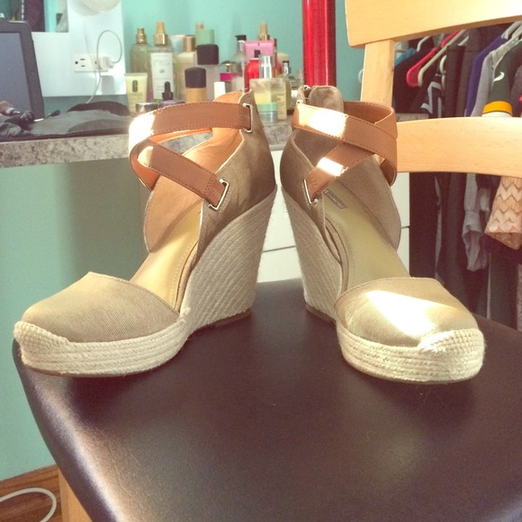 BCBG Shoes - BCBG wedge sandals size 9.5