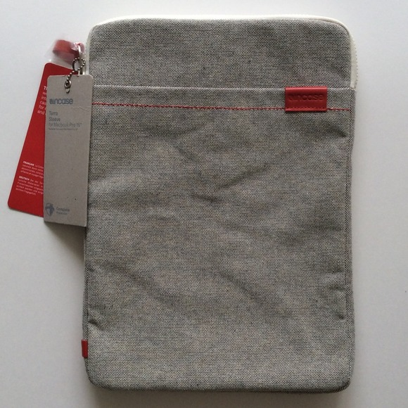 super popular f9952 90a0e NWT Incase Terra Sleeve for MacBook Pro 15