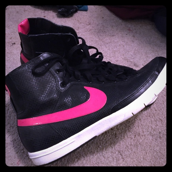 5071415266 pink and black nike high tops