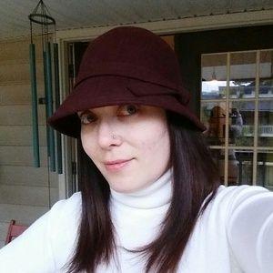 Accessories - Burgundy wool hat