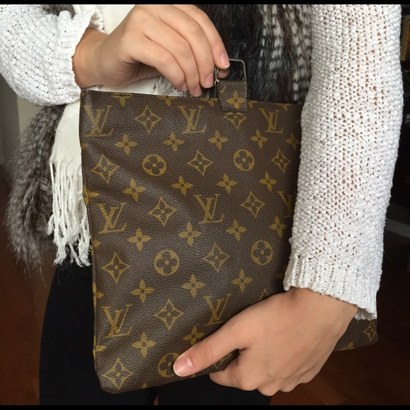 0e83547b227 Louis Vuitton Saks Fifth Avenue Vintage Cosmetic