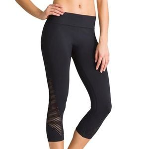 Athleta black Laser Cut capri