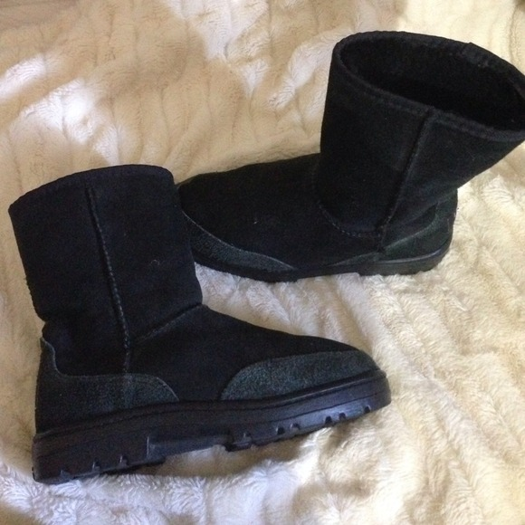81a1d7a77d4 Black ugg boots these have rubber sole