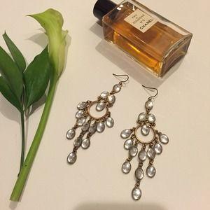 Jewelry - 🎉HP🎉Beautiful Statement Chandelier Earrings