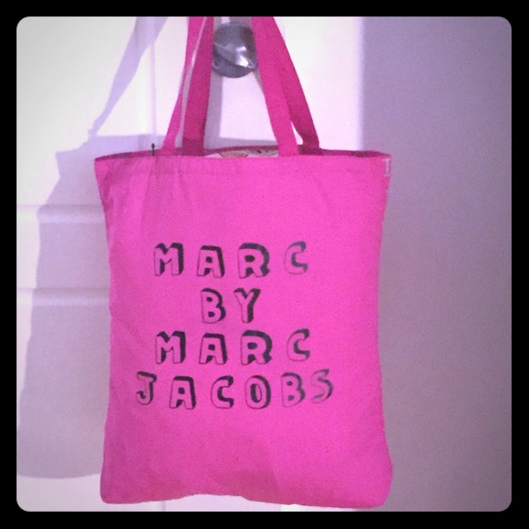 Marc Jacobs Handbags - 💯Authentic Marc Jacobs Tote