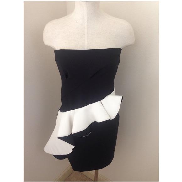 Zara Dresses - |just ⬇️|ZARA STRUCTURED RUFFLE Dress