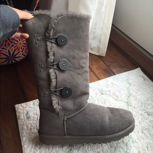 ab9119bfd06 UGGS grey triple Bailey button tall boots