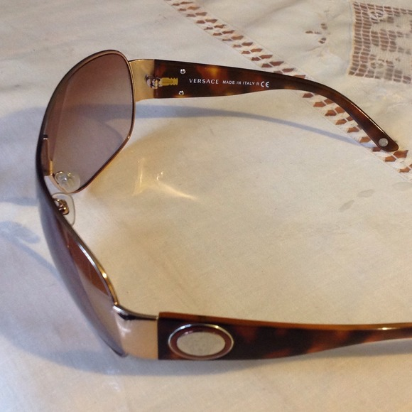 37039823a4 Versace 2101 Sunglasses Gold