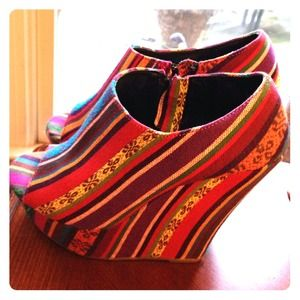 Super Cute multi color wedge.