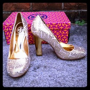 NWOT Tory Burch Gold Colin Pump in Lurex
