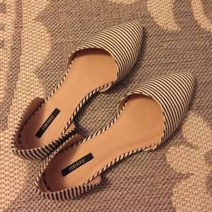 Striped pointed toe flats