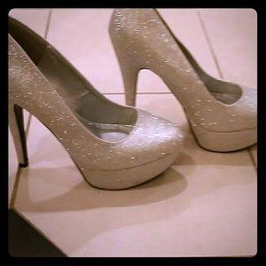 BRAND NEW Silver glitter sparkly stilletto heels!!