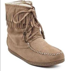 ISO moccasin fringe boots / booties size 7.5