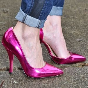 Pink metallic pumps
