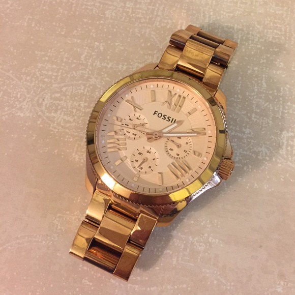 96 off fossil accessories new listing rose gold fossil cecile watch from brianna. Black Bedroom Furniture Sets. Home Design Ideas