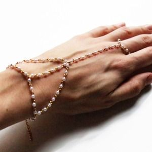 E.Kammeyer Accessories Jewelry - 🎉2xHP🎉 Dainty Pearl Hand Chain Bracelet Combo