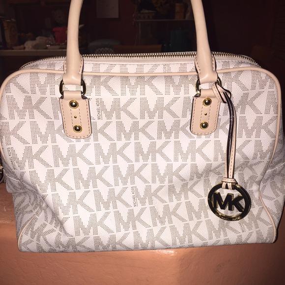 85abb82e04 White Michael kors purse. M 547d2a497920740861321bc2