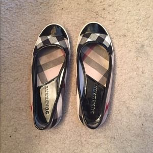 Authentic Burberry flats sz 36