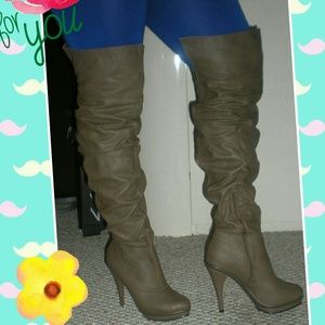 THIGH HIGH BOOTS -; SIZE 10...NEW NEW!!!!!