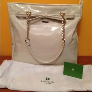 Kate Spade beige patent leather tote w gold chains