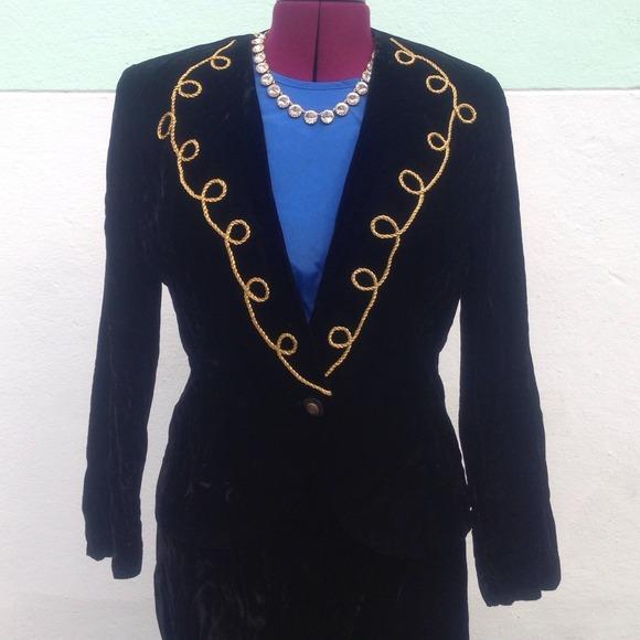Vintage Jackets & Blazers - ⭐️Vintage black/gold velvet jacket