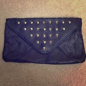 Lulu clutch with studs