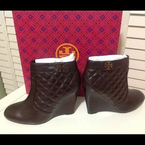 NEW TORY BURCH LEILA WEDGE BOOTIE QUILTED SZ 8