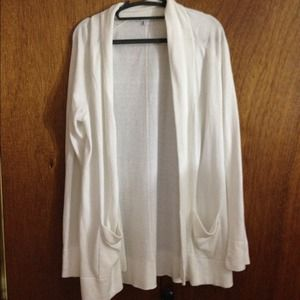 NWOT Gap creme cardigan with pockets