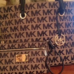 8f2959706d7 Michael Kors Bags - Michael kors purse and matching wallet