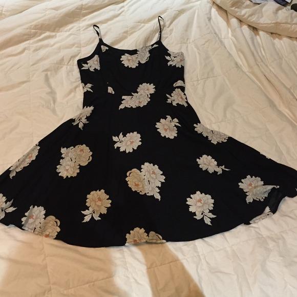 c06c513023f Old Navy black floral dress. M 547ffc05a921af2b2f02d2f2