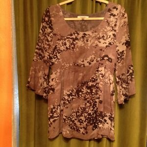 Dressy patterned mid sleeve top barely worn