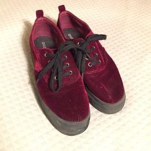 4cd79b306bbb H M Shoes - Deep red velvet platform sneakers