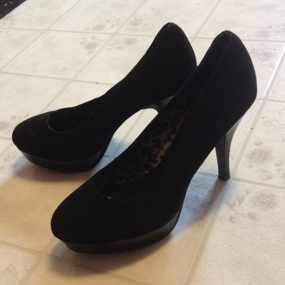 63 payless shoes black high heels from erica s