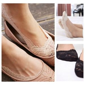 No slip lace socks, available in beige or black