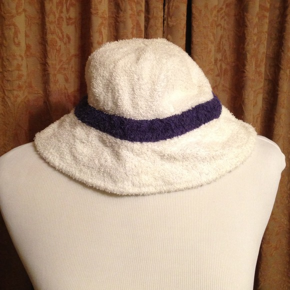 Eddie Bauer Accessories - White and Blue Terrycloth Hat 5bcf1e3e1ef