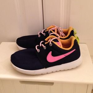 3cf7ebedc23a Nike Shoes - Nike Roshe Run kids size 13 Navy Pink